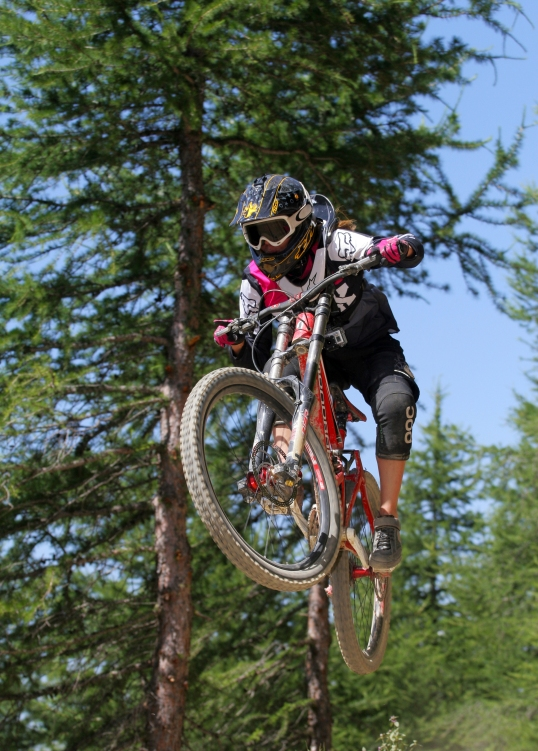 Claudia Clement Downhill Mountain Bike at Diable - Les 2 Alpes, MTB, bikepark, bike , mondraker summum